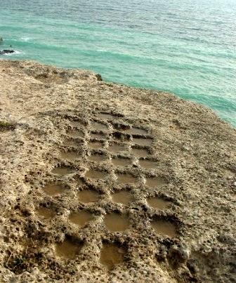 نردهای سنگی باستانی در جزیره خارگ در خلیج فارس